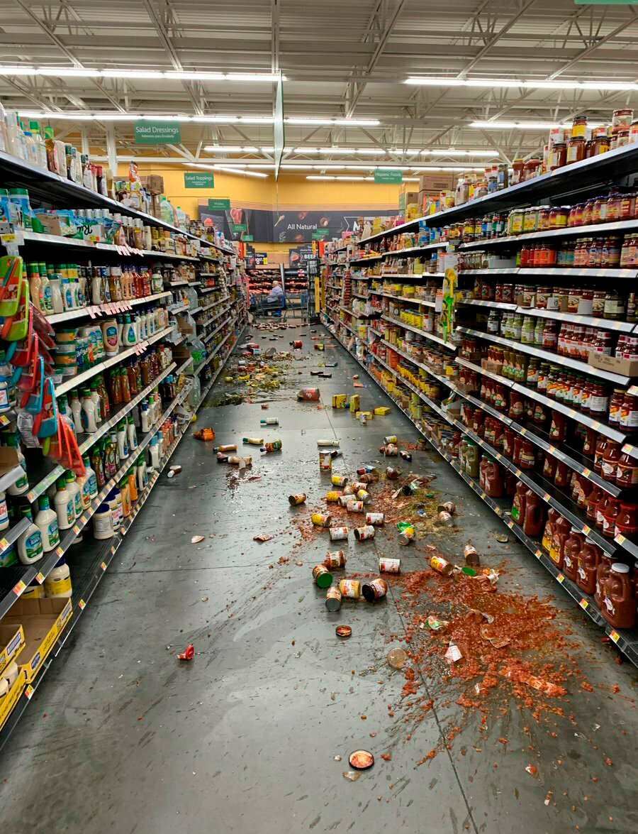 earthquake California super market