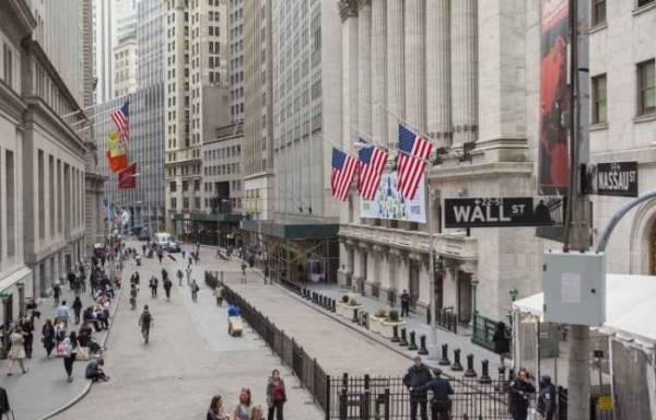 Μικρές απώλειες στη Wall Street μετά τις δηλώσεις Τραμπ