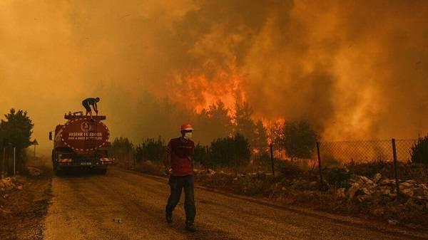 Κομισιόν-Δασικές πυρκαγιές: Αποστολή τριών πυροσβεστικών αεροσκαφών στην Τουρκία