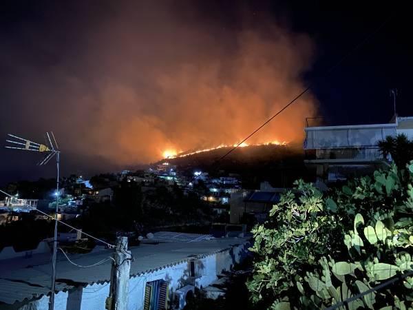 Πυρκαγιά στο Πέραμα: Σύλληψη 20χρονου για εμπρησμό