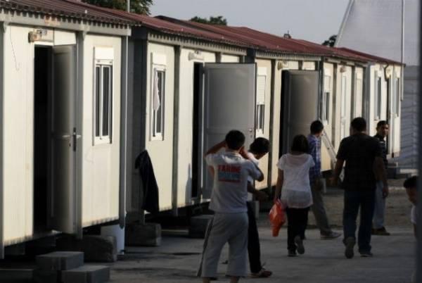 Υπεράριθμοι πρόσφυγες και μετανάστες στις δομές φιλοξενίας των Ενόπλων Δυνάμεων