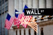 Nέα ρεκόρ στη Wall Street παρά τις πιέσεις