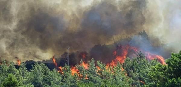 Πυρκαγιά στη Ρόδο: Εκκενώθηκε προληπτικά το χωριό Μαριτσά