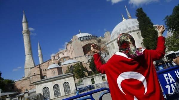 Ο συμβολισμός της ημερομηνίας που διάλεξε ο Ερντογάν για την πρώτη προσευχή στην Αγιά Σοφιά