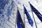 Κομισιόν για μετεγκατάσταση: Τα κράτη μέλη να τηρήσουν τις υποχρεώσεις τους