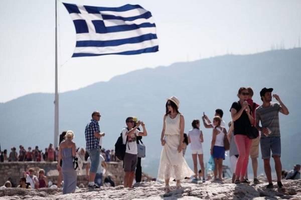 Περισσότεροι οι τουρίστες, λιγότερες οι δαπάνες ανά ταξίδι το τετράμηνο