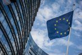 Η Κομισιόν... ανησυχεί για τους προϋπολογισμούς Γαλλίας και Ιταλίας