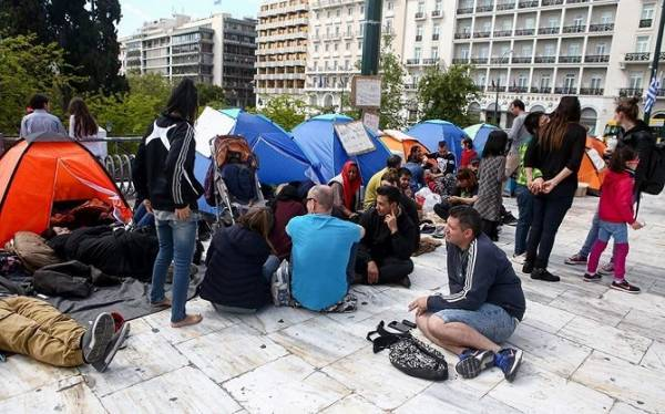 Υπ.Μεταναστευτικής Πολιτικής για πρόσφυγες: Τους προτείνουμε να μεταφερθούν σε δομές
