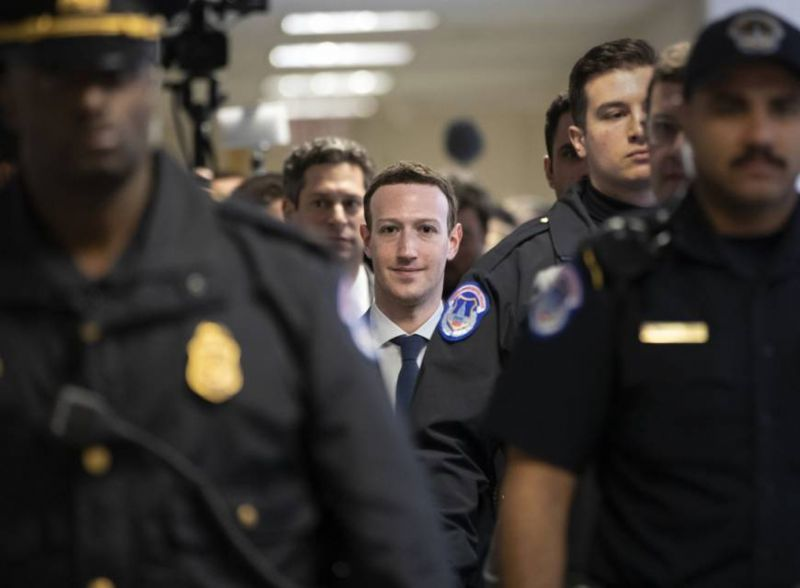 «Mea culpa» Ζούκερμπεργκ στο Κογκρέσο για τη διαρροή προσωπικών δεδομένων