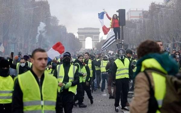 Πεδίο μάχης το Παρίσι από τα Κίτρινα Γιλέκα