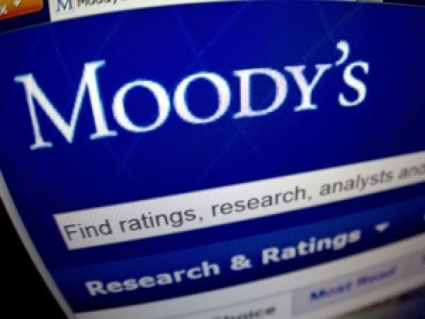 Moody's: Αναθεώρηση προς τα πάνω για το outlook των βρετανικών τραπεζών