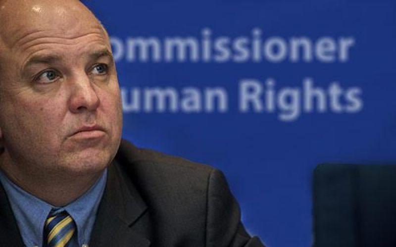 Επίτροπος Μουϊζνιεκς: «Εγκαταλείψατε τους ψυχικά άρρωστους στην ..τύχη τους»