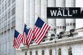 Ανέκαμψε η Wall Street- Γκρίνια Τραμπ για το «μίνι κραχ»