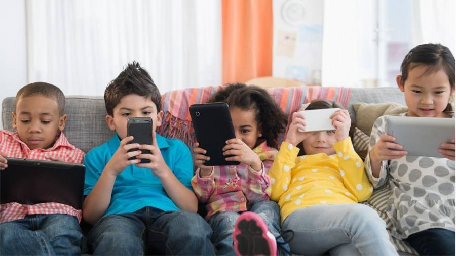Υπερ-έκθεση των παιδιών στα social media: Οι κίνδυνοι