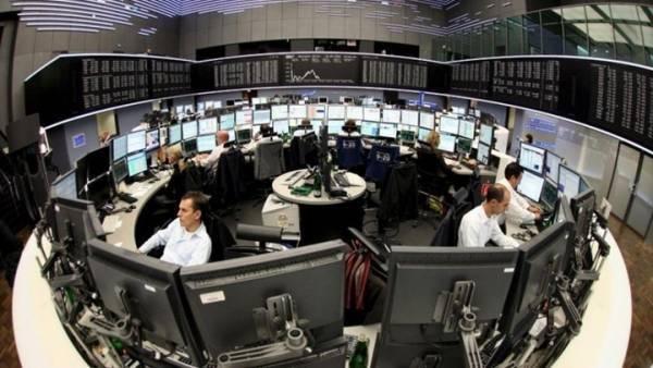 Μικτή η εικόνα των ευρωαγορών, με μάκρο και εταιρικά