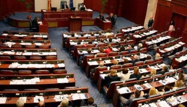 Βόρεια Μακεδονία: Διαλύθηκε η Βουλή - Πρόωρες εκλογές τον Απρίλιο