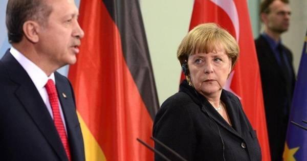 «Παράπονα» Ερντογάν στη Μέρκελ: Η Ελλάδα συνεχίζει τις προκλητικές ενέργειες