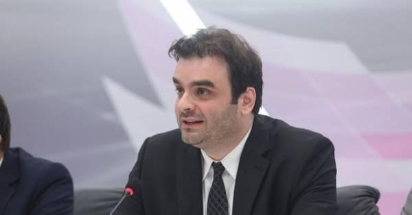 Συναντήσεις Πιερρακάκη για την απλούστευση των διαδικασιών μεταβίβασης ακινήτων