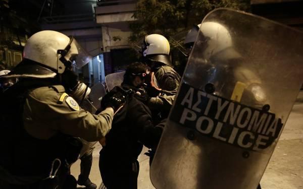 Ηλεκτρισμένη η ατμόσφαιρα στα Εξάρχεια: Περισσότερες από δέκα συλλήψεις