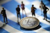 Forbes: Ας άφηναν την Ελλάδα να χρεοκοπήσει- Έρχονται αναταράξεις!