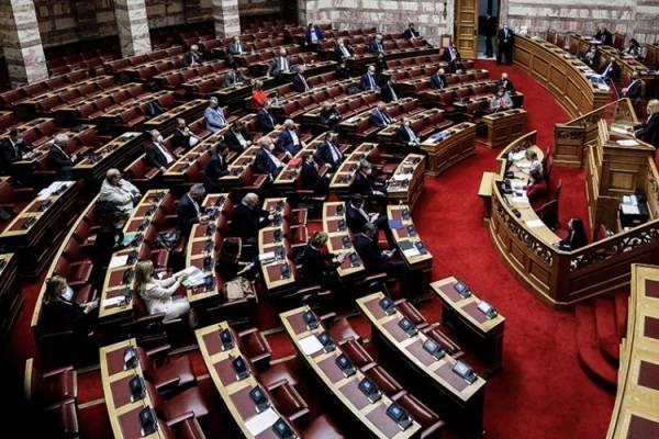 Οι θέσεις κυβέρνησης και αντιπολίτευσης για τις δημόσιες συμβάσεις